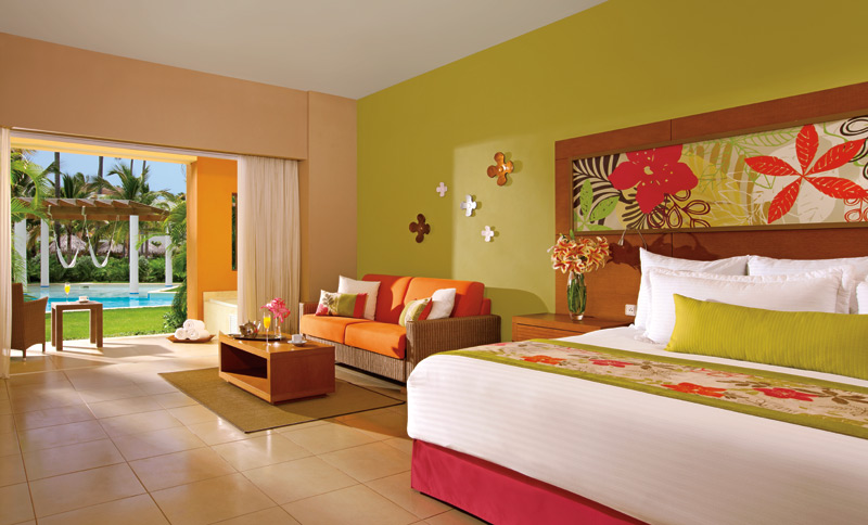 What to expect at secrets royal beach tan lines the for Junior room decor ideas