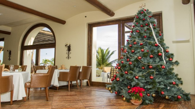 The beautiful Christmas tree at Secrets Marquis Los Cabos glistens for the holidays!