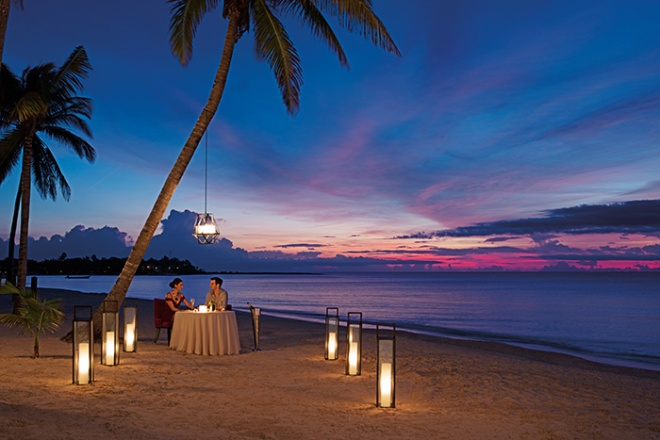 SEARM_RES_RomanticDinner_Beach_2.jpg